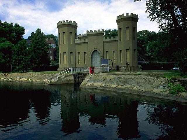 09-CastleGatehouse