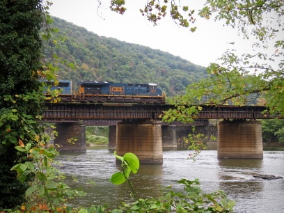 Train crossing the Potomac River